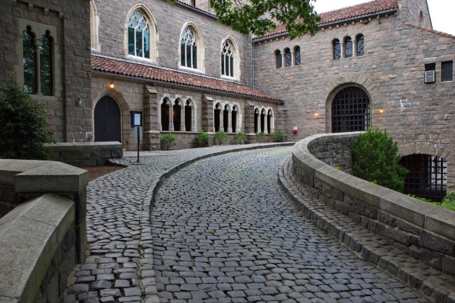 The_Cloisters_Entrance
