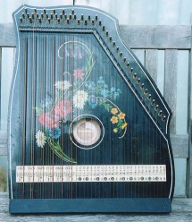"""""""Zither1 David Dupplaw"""". Licensed under CC BY-SA 3.0 via Commons - https://commons.wikimedia.org/wiki/File:Zither1_David_Dupplaw.jpg#/media/File:Zither1_David_Dupplaw.jpg"""
