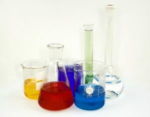 Chem glassware wikim commons
