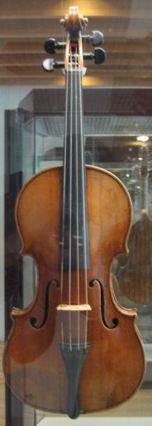 Husky 214px-Stradivarius_violin_front