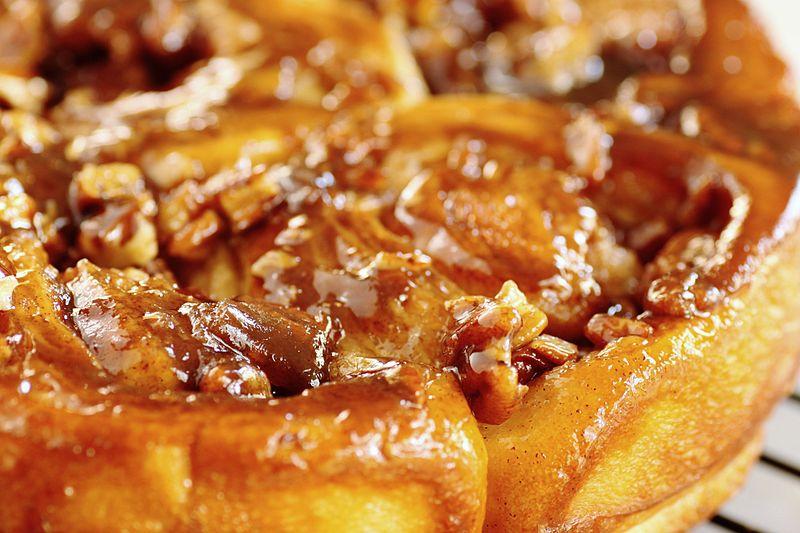 cinnamon buns stacy-spensley-on-wikimedia